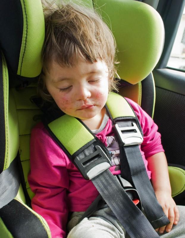 Livia sover i bilen